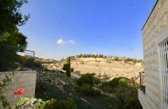 Hamalach Belavan, Abu Tor